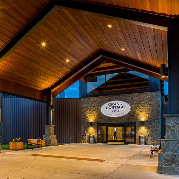covered entry to grand portage lodge and casino mn