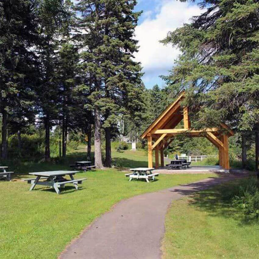 tofte park picnic pavilion on lake superior