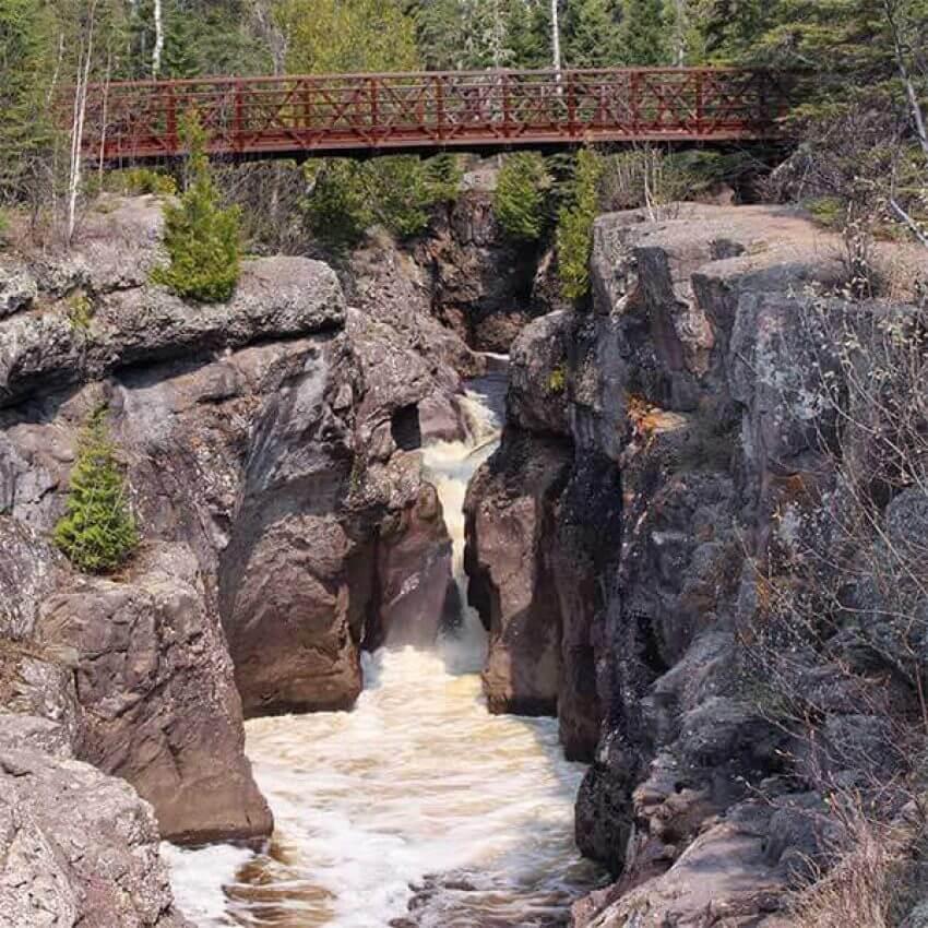 footbridge crossing gorge of temperance river state park